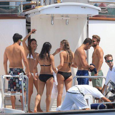 Michelle Rodriguez a bordo de un yate disfrutando con sus amigos