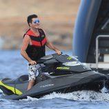 Simon Cowell en una moto de agua en Ibiza