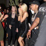 Kylie Jenner emocionada al ver su regalo