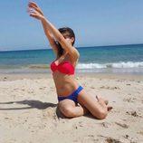 Úrsula Corberó posa muy sexy en bikini sobre la arena