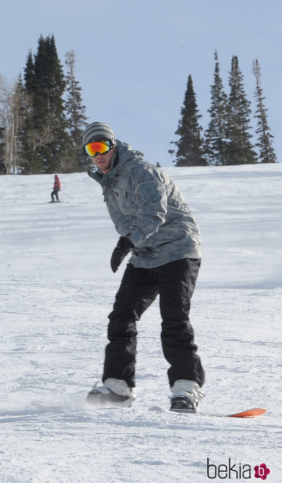 Chris Hemsworth haciendo snow