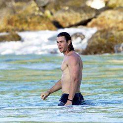 Chris Hemsworth luciendo músculos durante sus vacaciones en St Barts