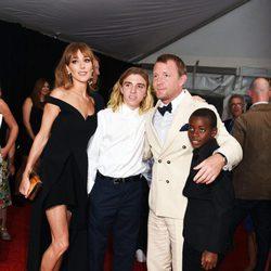 Guy Ritchie, Jacqui Ainsley, Rocco y David en la premiere de 'Operación U.N.C.L.E.'