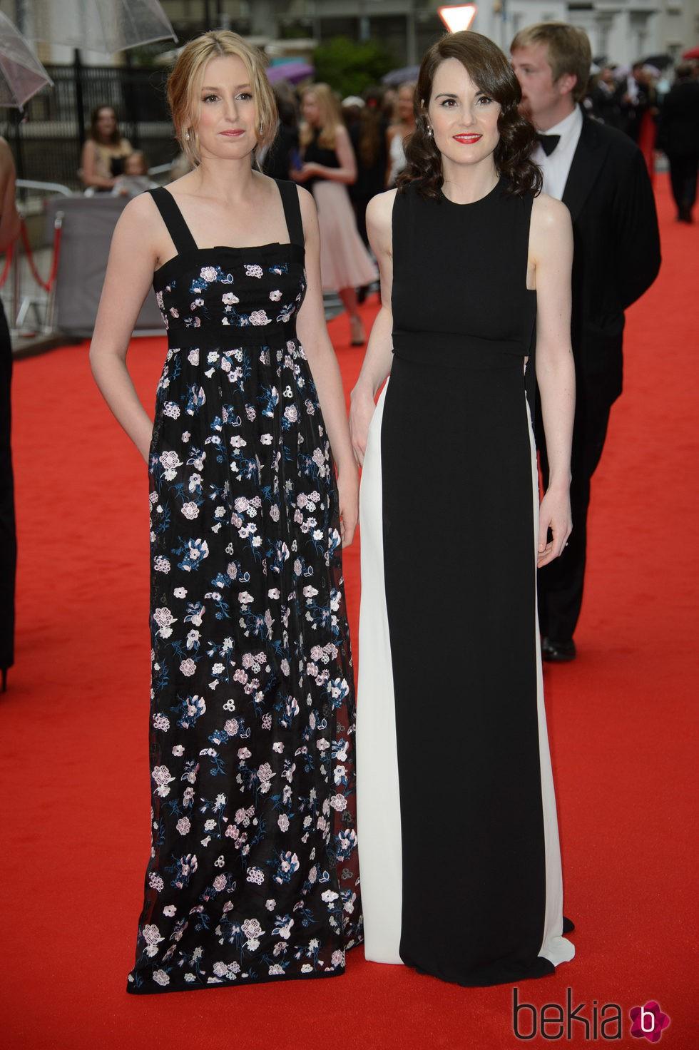 Laura Carmichel y Michelle Dockery en un homenaje a 'Downton Abbey' en Londres