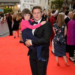 Allen Leech y Fifi Hart en un homenaje a 'Downton Abbey' en Londres
