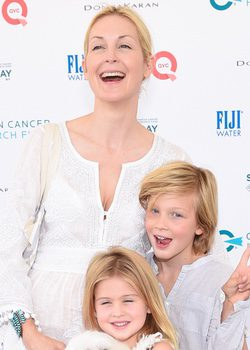Kelly Rutherford, feliz junto a sus hijos Hermes y Helena