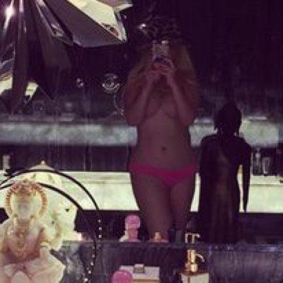 Christina Aguilera posa en topless