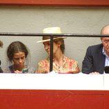 El Rey Juan Carlos, la Infanta Elena, Froilán y Victoria de Marichalar en los toros