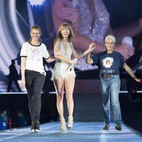 Taylor Swift, Julia Roberts y Joan Baez juntas en el escenario