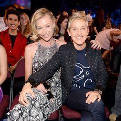 Ellen DeGeneres y Portia de Rossi juntas en los Teen Choice Awards 2015