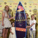 Britney Spears en los Teen Choice Awards 2015 acompañada por sus hijos