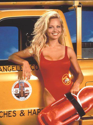 Pamela Anderson como C.J. Parker en 'Los Vigilantes de la Playa'