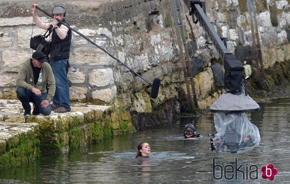 Maisie Williams se sumerge en agua helada en el rodaje de la temporada 6 de 'Juego de Tronos'
