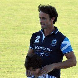 Álvaro Muñoz Escassi junto a su hijo Álvaro en Sotogrande