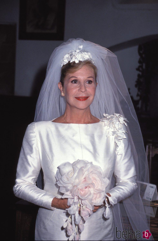Lina Morgan vestida de novia en la serie 'Compuesta y sin novio'