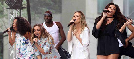 Little Mix actuando en la Rockefeller Plaza de Nueva York