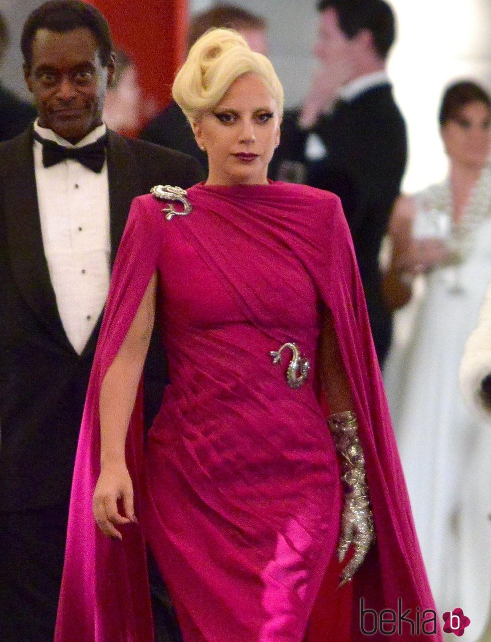 Lady Gaga caracterizada como Elizabeth en el rodaje de 'AHS: Hotel' en Los Angeles