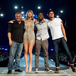 Taylor Swift en un concierto junto Sean O'Pry, Chris Rock y Matt LeBlanc