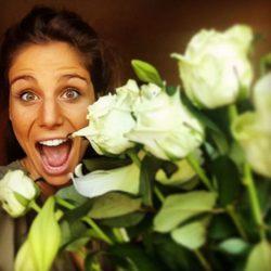 Lucía Villalón recibe un ramo de rosas de Chicharito por su 27 cumpleaños