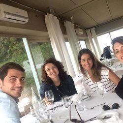 Iker Casillas y Sara Carbonero comiendo en Oporto con Isabel Jiménez y Mayra del Pilar