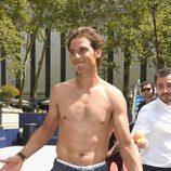 Rafa Nadal presume de torso en su presentación como imagen de Tommy Hilfiger