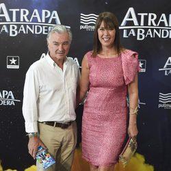 Eduardo Campoy y Mabel Lozano en el estreno de 'Atrapa la bandera' en Madrid