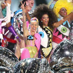 Miley Cyrus durante su actuación en los Video Music Awards 2015