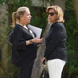 María Teresa Campos y su hija Carmen Borrego en el funeral de Araceli Campos