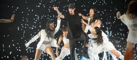 Justin Bieber actuando en los Video Music Awards 2015