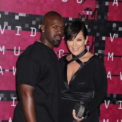 Kris Jenner y Corey Gamble en los Video Music Awards 2015