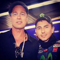 Jorge Lorenzo con Brad Pitt en el Circuito de Silverstone