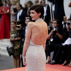 Paz Vega luciendo espalda en el estreno de 'Everest' en la Mostra de Venecia 2015