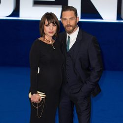 Tom Hardy y Charlotte Riley en el estreno de 'Legend' en Londres