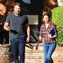 Ben Affleck y Jennifer Garner pasean juntos por Los Angeles