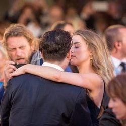 Johnny Depp y Amber Heard muy cómplices en el estreno de 'Black Mass' en la Mostra 2015