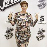 Tania Llasera luce barriguita en la presentación de la 'La Voz Kids 2'