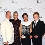Los Príncipes Alberto y Charlene de Mónaco, Robert Redford y su mujer en los Premios Princesa Grace