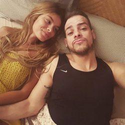 Álex Casademunt y Triana Ramos juntos en la cama