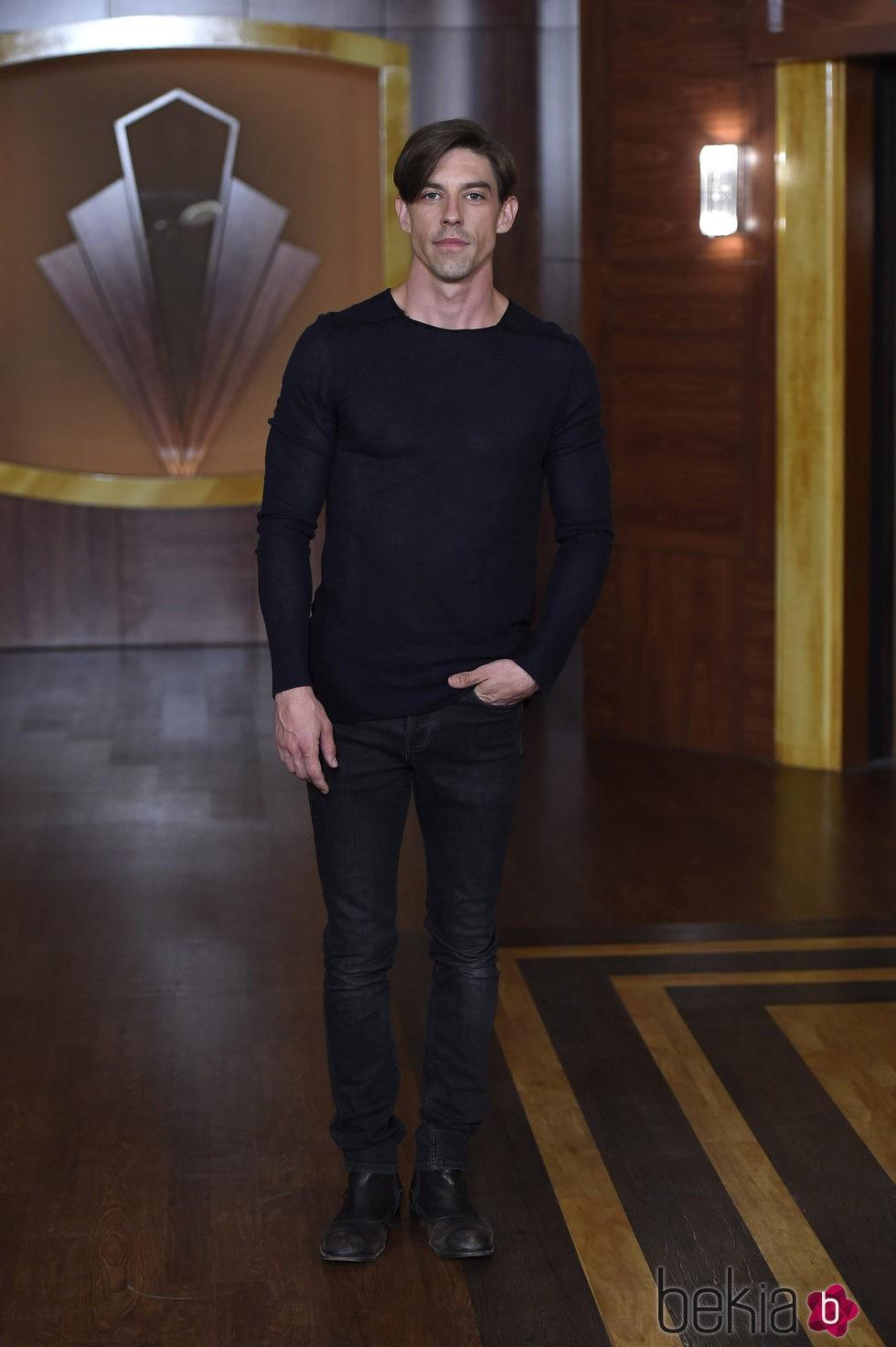 Adrián Lastra en la presentación de la tercera temporada de 'Velvet'