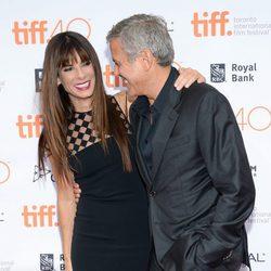 Sandra Bullock y George Clooney reencuentro en una premiere