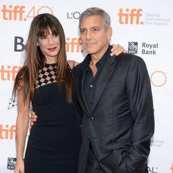 Sandra Bullock y George Clooney juntos en la presentación de 'Our Brand is Crisis'