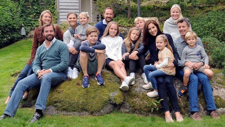 Los Príncipes de Noruega y sus hijos, Victoria de Suecia y su hija, los Príncipes de Dinamarca y sus hijos y Guillermo y Estefanía de Luxemburgo
