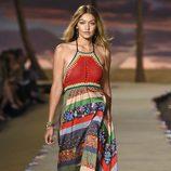 Gigi Hadid desfilando para Tommy Hilfiger en la Nueva York Fashion Week primavera/verano 2016