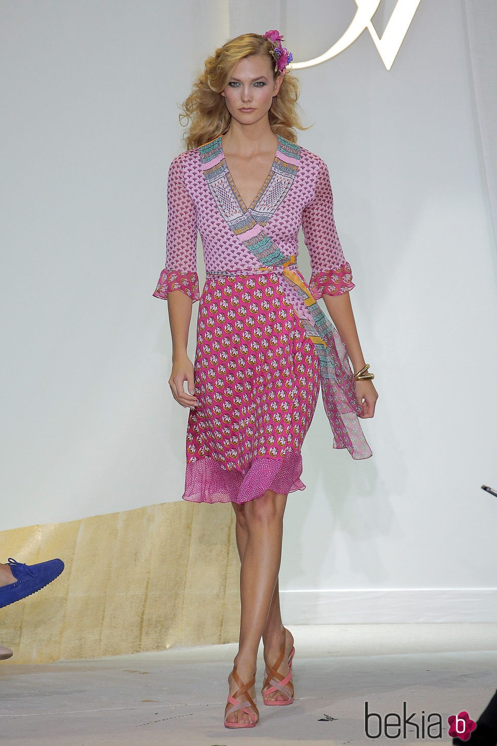 Karlie Kloss desfilando para Diane Von Furstenberg en la Nueva York Fashion Week primavera/verano 2016