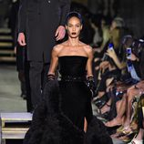 Joan Smalls desfilando para Givenchy en la Nueva York Fashion Week primavera/verano 2016