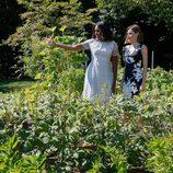 Michelle Obama enseña a la Reina Letizia el huerto de la Casa Blanca