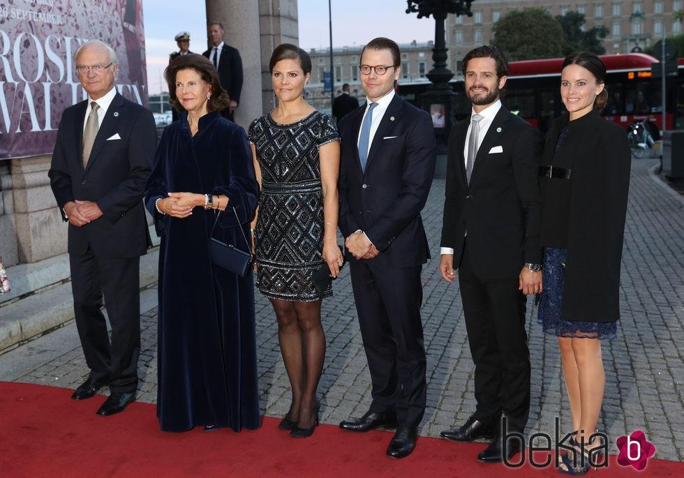 La Familia Real Sueca salvo Magdalena de Suecia y Chris O'Neill en un concierto