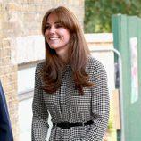 Kate Middleton en su primer acto en solitario tras ser madre de la Princesa Carlota