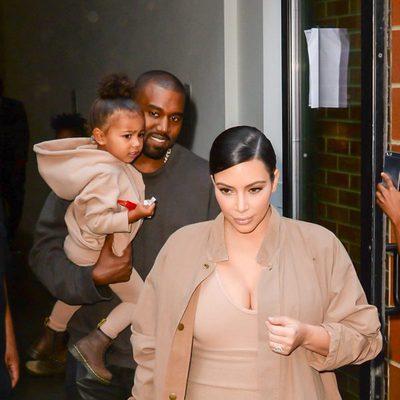Kanye West, North West y Kim Kardashian a la salida del desfile del artista