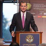 El Rey Felipe da un discurso en Georgetown